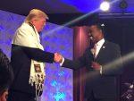 Donald Trump met een gebedsmantel